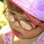 menina oculos (400x300)