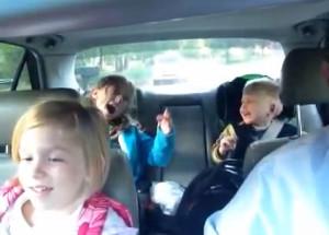 pai-e-filhos-cantanto--Bohemian-Rhapsody