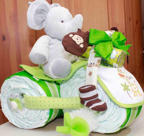 bolo de fraldas de moto com elefante de pelucia