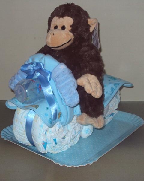 bolo de fraldas de moto com macaco de pelucia (480x600)