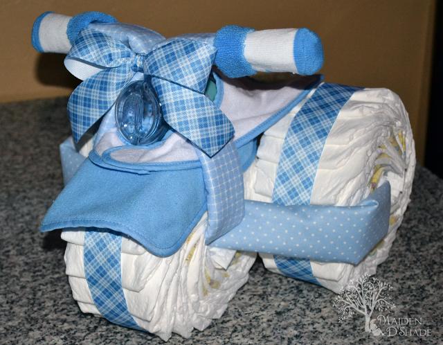 como fazer bolo de fraldas de triciclo almanaque dos pais. Black Bedroom Furniture Sets. Home Design Ideas