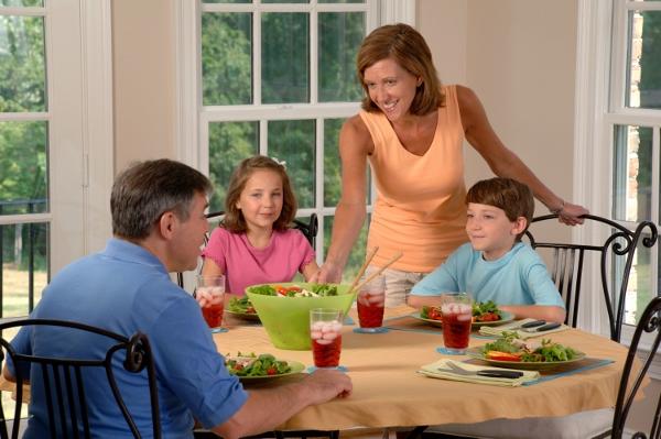 familia comendo02 (600x399)