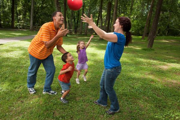 familia-brincando02-750x500