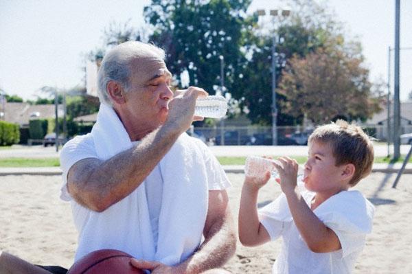 praia-criancas-hidratacao