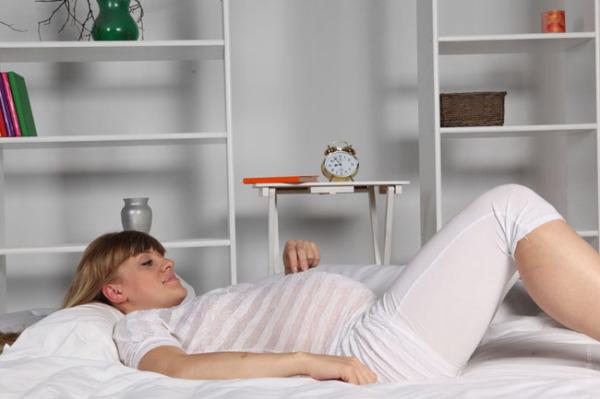 gravida-deitada-01