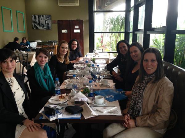 Da esquerda para direita: Sirlene Cervera, Letícia Naisa, Aline Beckstein, Tatiana Costa, Dra. Silvana Chedid, Monica Romeiro e Silvia da Costa