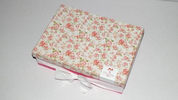 """""""Caixinha floral"""" especial para o Mês das mães, enviada para os assinantes neste mês de maio, mas você ainda pode adquirir pelo site da MamaeBox na compra avulsa."""