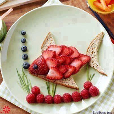 lanche divertido peixe frutas