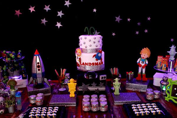 Festa com o tema Espaço Sideral