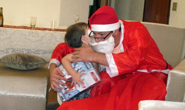 Natal 2013. Meu filho e meu irmão como o Bom Velhinho.