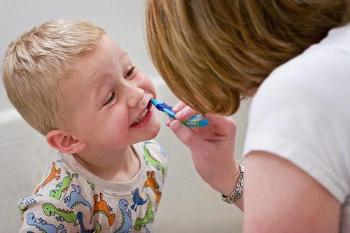 escovar-os-dentes-do-meu-filho