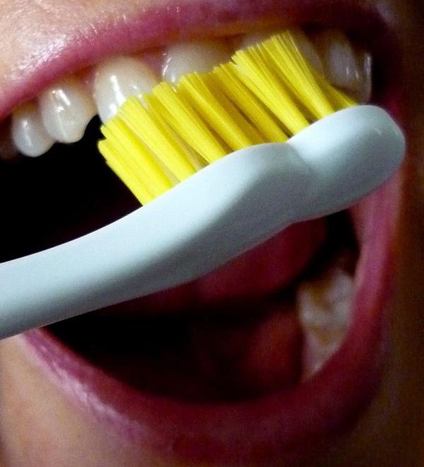 erros-comuns-ao-escovar-os-dentes-02